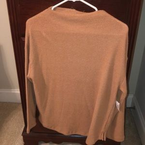 Old Navy sweater. Size M. New.